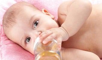 Hindari Pemberian Air Putih Pada Bayi.