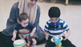 Bayi tidak BAB berhari-hari, apa yang harus Bunda lakukan?