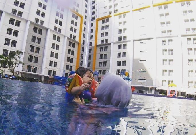 Mengajari Bayi Berenang sejak Usia Dini adalah Langkah yang Tepat