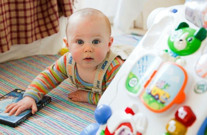 Kemampuan Motorik Bayi Terlambat Berkembang? Mungkin Ini Penyebabnya